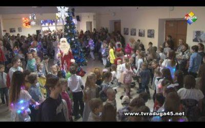 Елка главы городского округа собрала сотни малышей