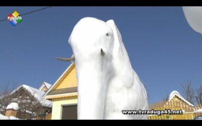 Удивительные фигуры из снега создает Александр Евстратов