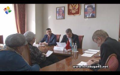 Глава округа и помощник городского прокурора провели прием населения