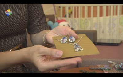Оксана Гусева делает украшения из павловопосадских платков