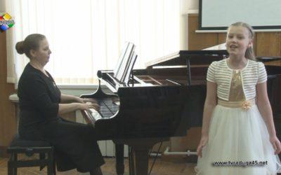 40 начинающих вокалистов  приняли участие в конкурсе «Через тернии к звездам»