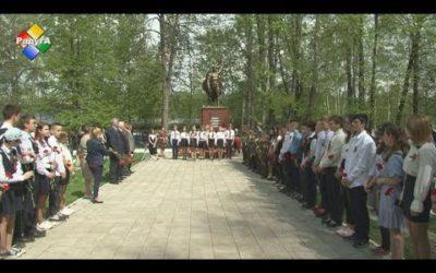 На братском кладбище почти память павших воинов