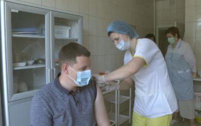 Денис Семенов прошел ревакцинацию от коронавируса