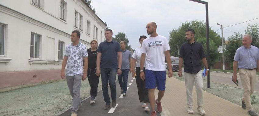 Денис СЕМЕНОВ проверил качество комплексного благоустройства дворовых территорий и ремонта дорог
